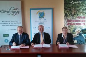 SDE-SMO-ErDF : une convention pour faciliter le déploiement de la fibre optique
